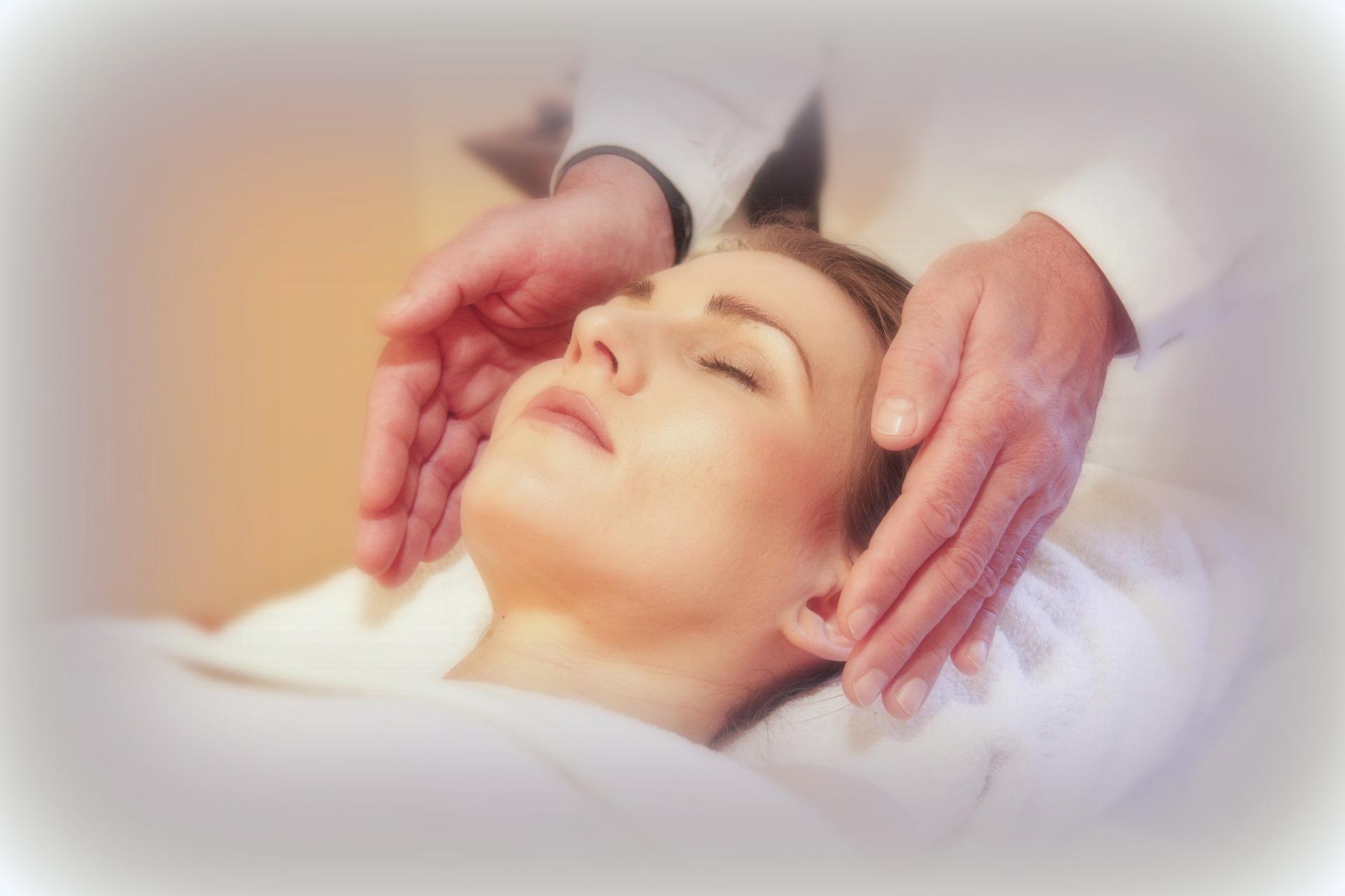 reiki session La Luz Therapy www.laluztherapy.com Lucy Toppetta